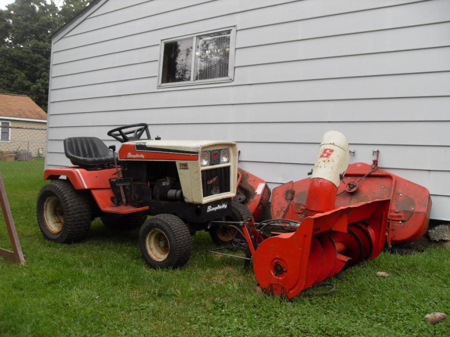Simplicity Garden Tractor 7116 w/attachments - $700 obo